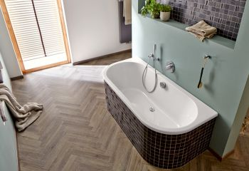 Vinylboden sogar in Bad und Dusche